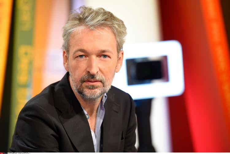 Eric Reinhardt dans la liste du prix Médicis pour ses « Comédies françaises ».