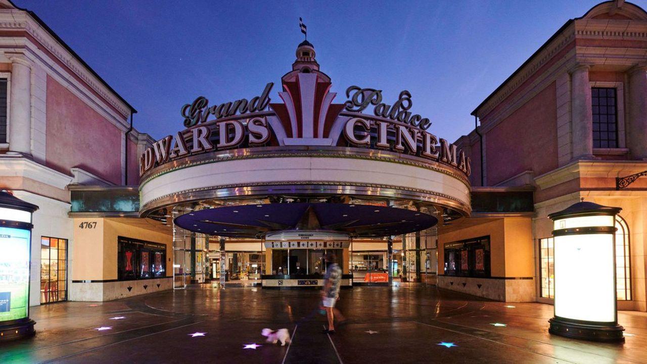 Dans les deux plus gros marchés du pays, à New York et Los Angeles, les salles de cinéma restent fermées, sans date de réouverture annoncée.