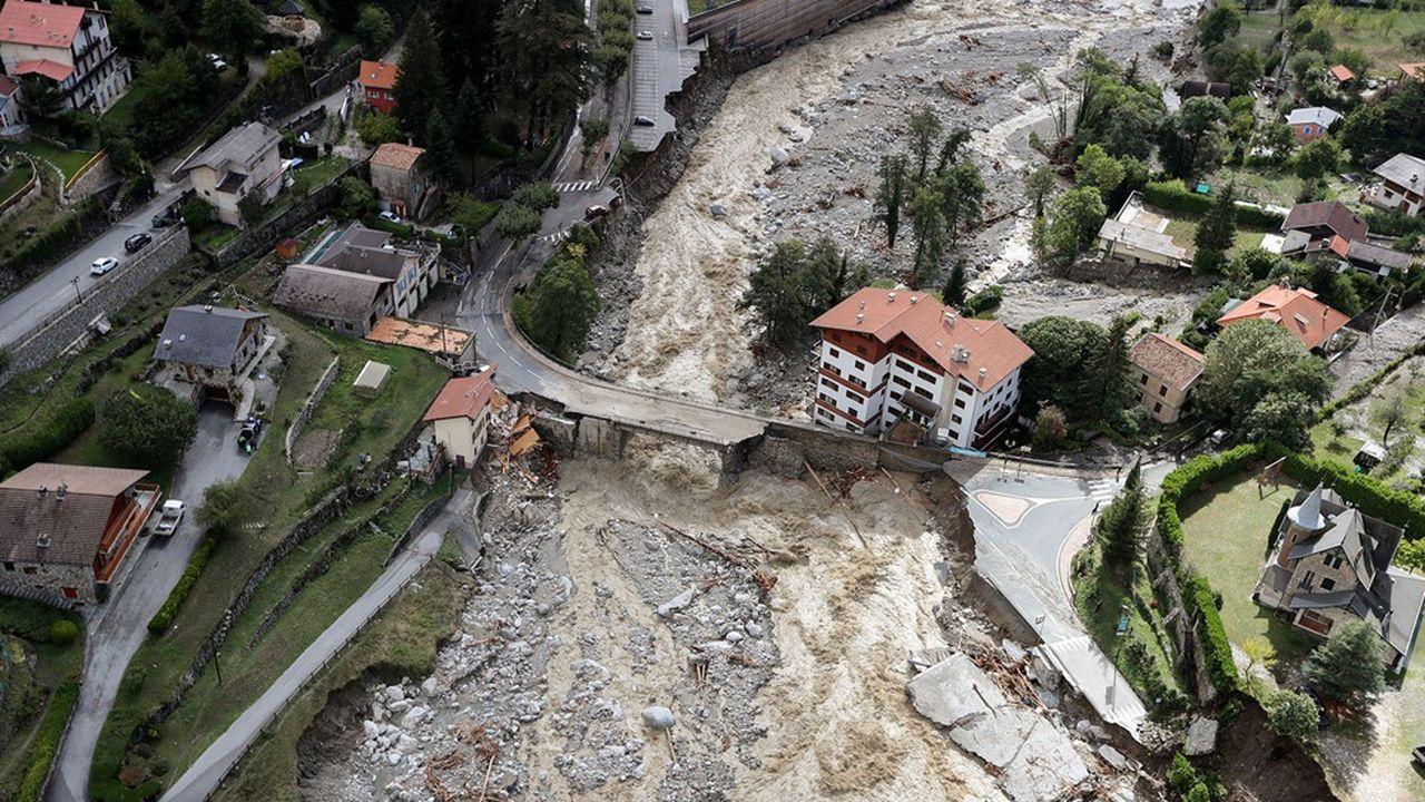 Dans l'arrière-pays niçois, des pluies diluviennes et des crues ont détruit des maisons, des routes et des infrastructures et fait au moins quatre morts.