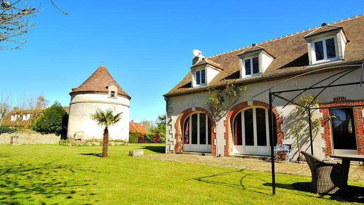 Une maison de 340 m2 avec son parc à 1 heure de Paris
