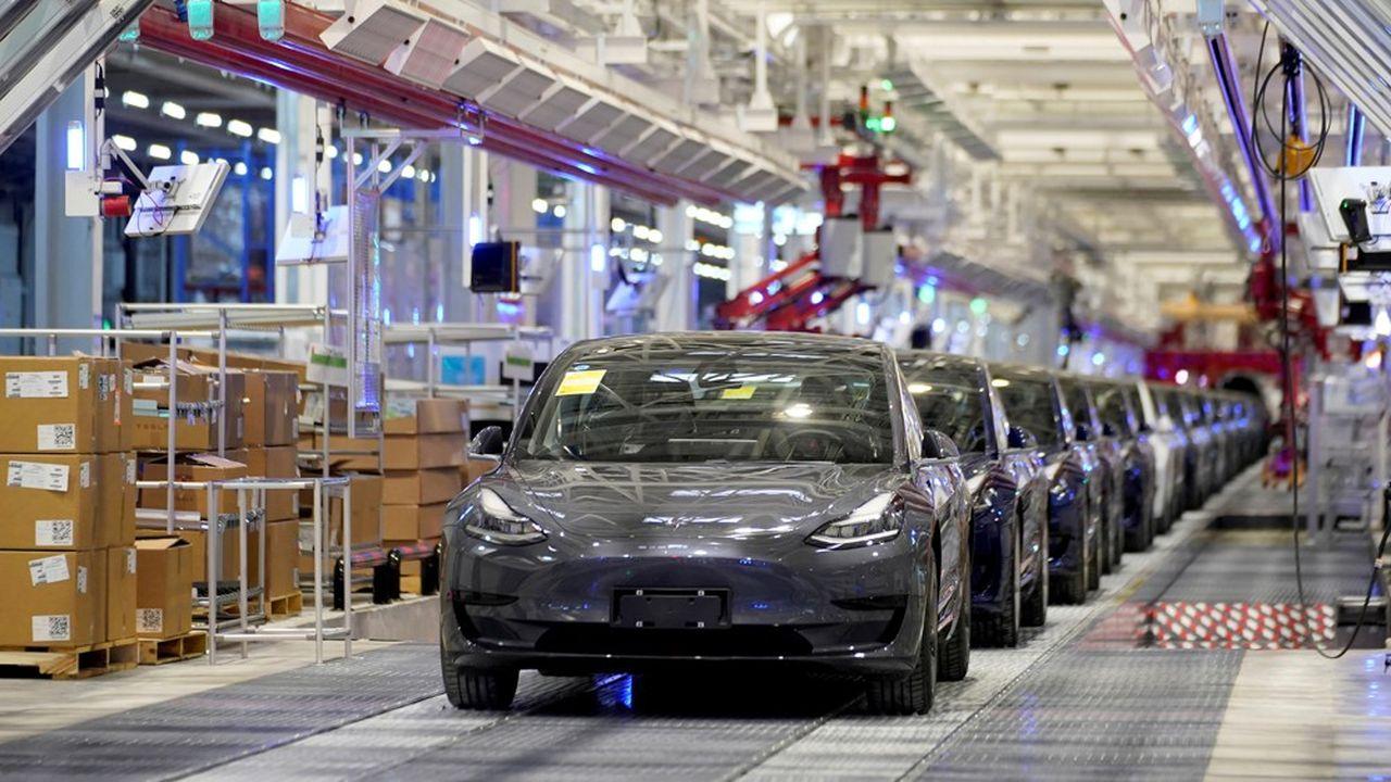 Une chaîne de production de Tesla.