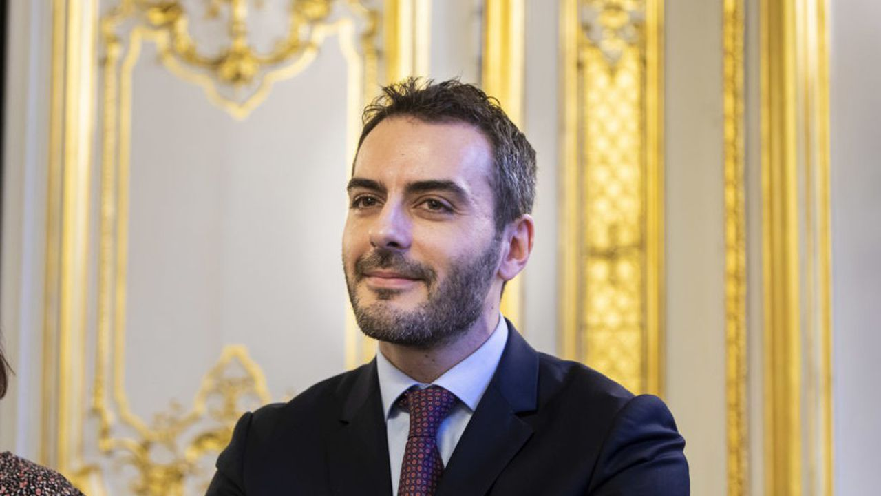Eric Russoa décidé de quitter la magistrature pour devenir avocat. Il a participé à la plupart des grandes amendes négociées en France.