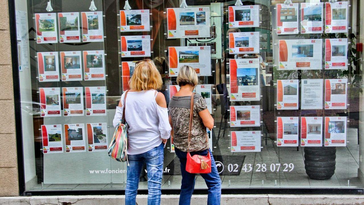 Le Val-de-Marne va recevoir cette année 50millions d'euros, les Yvelines à peu près autant (49,8millions d'euros) et les Alpes-Maritimes 33,5millions pour compenser leurs moindres rentrées de frais de notaire.