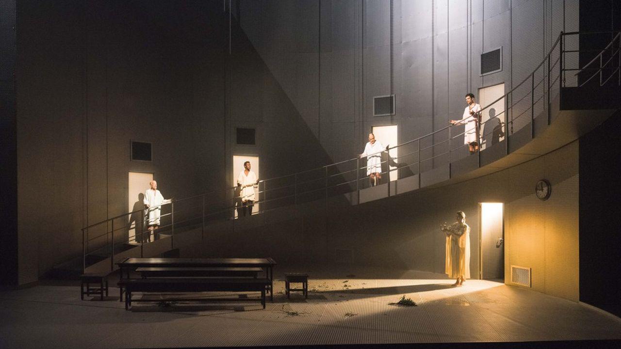 Marie (Marie-Sophie Ferdane), proie rêvée des quatre frères: Pascal (Greggory), Adama (Diop), Frédéric (Pierrot) et Guillaume (Costanza).