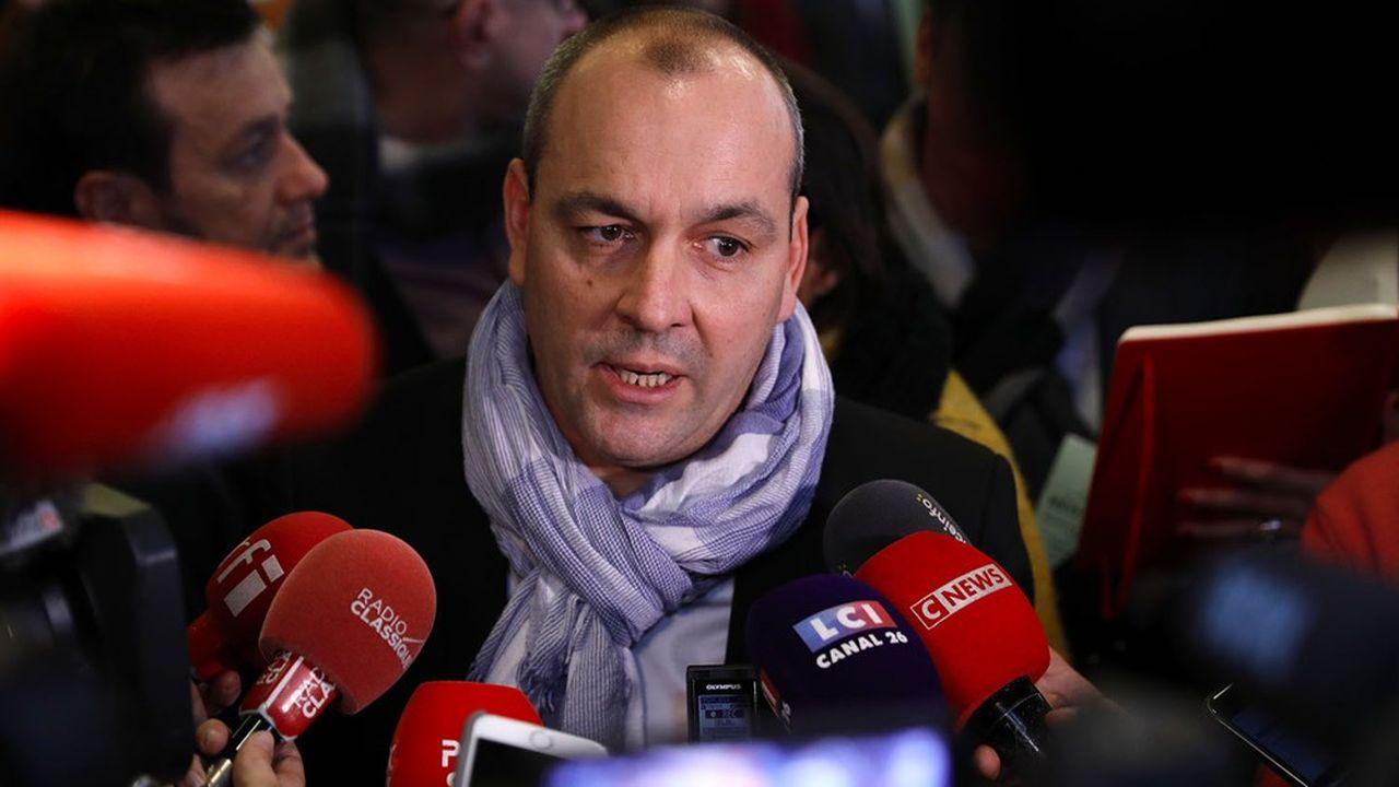 «On n'a pas reçu de pression de quiconque, et de toute façon, on en aurait reçu, qu'on en n'aurait pas tenu compte», assure le secrétaire général de la CFDT, Laurent Berge.
