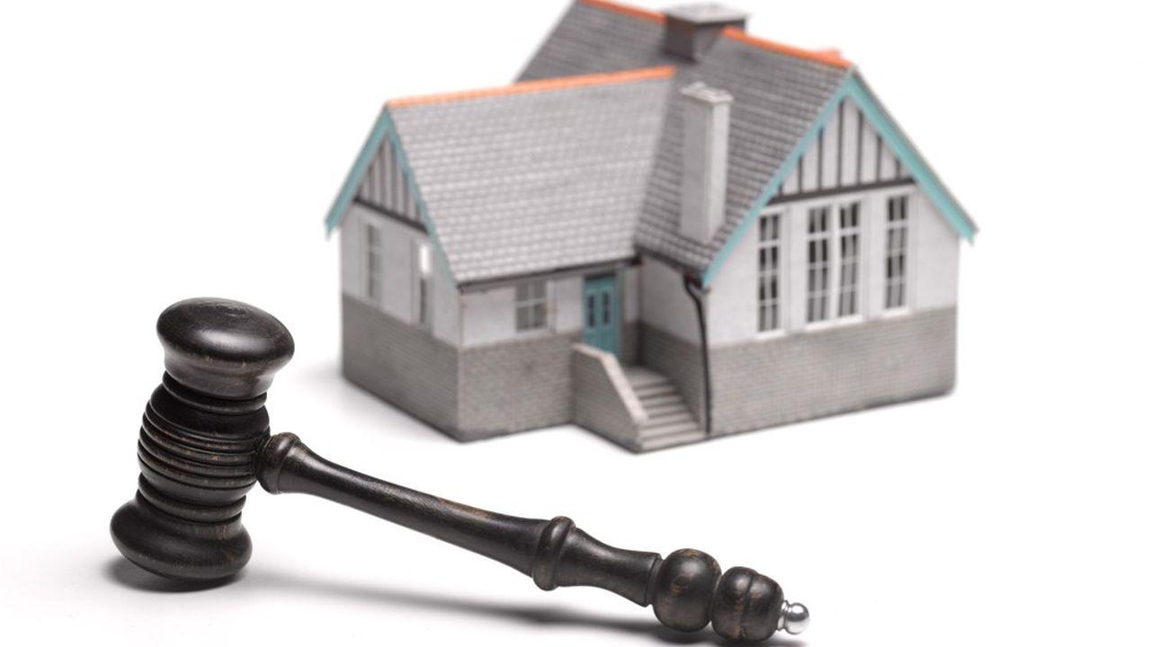 Les biens vendus à la barre du tribunal sont des ventes forcées c'est-à-dire résultant d'une demande d'un créancier.