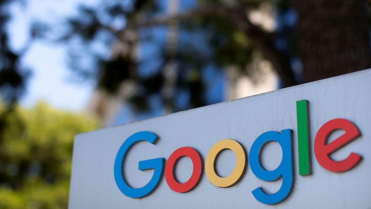 En Australie, l'éditeur NewsCorp souhaite que Google et Facebook versent 610millions d'euros paran aux éditeurs de presse.