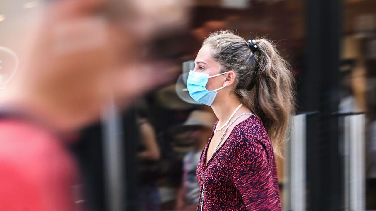 L'épidémie de coronavirus s'étend et de nouvelles villes basculent en zone d'alerte maximale.