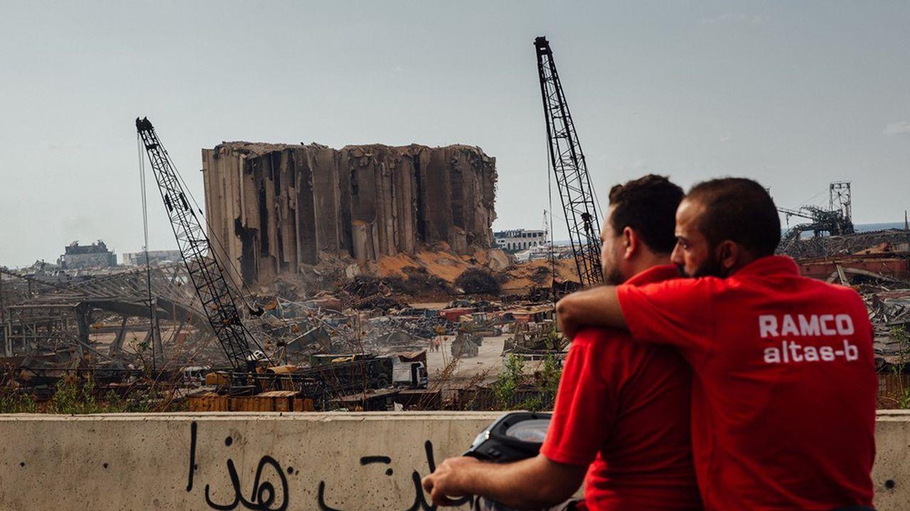 Opérations de déblaiement dans le port de Beyrouth, épicentre de l'explosion du 4 août.