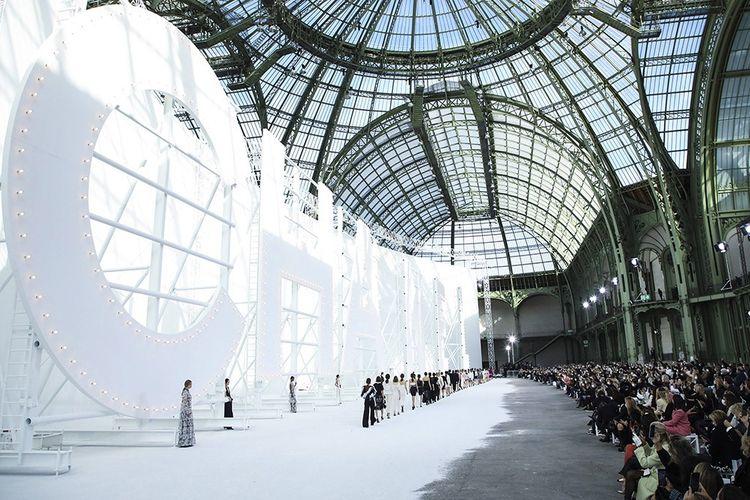 Le défilé Chanel dans la nef du Grand Palais.