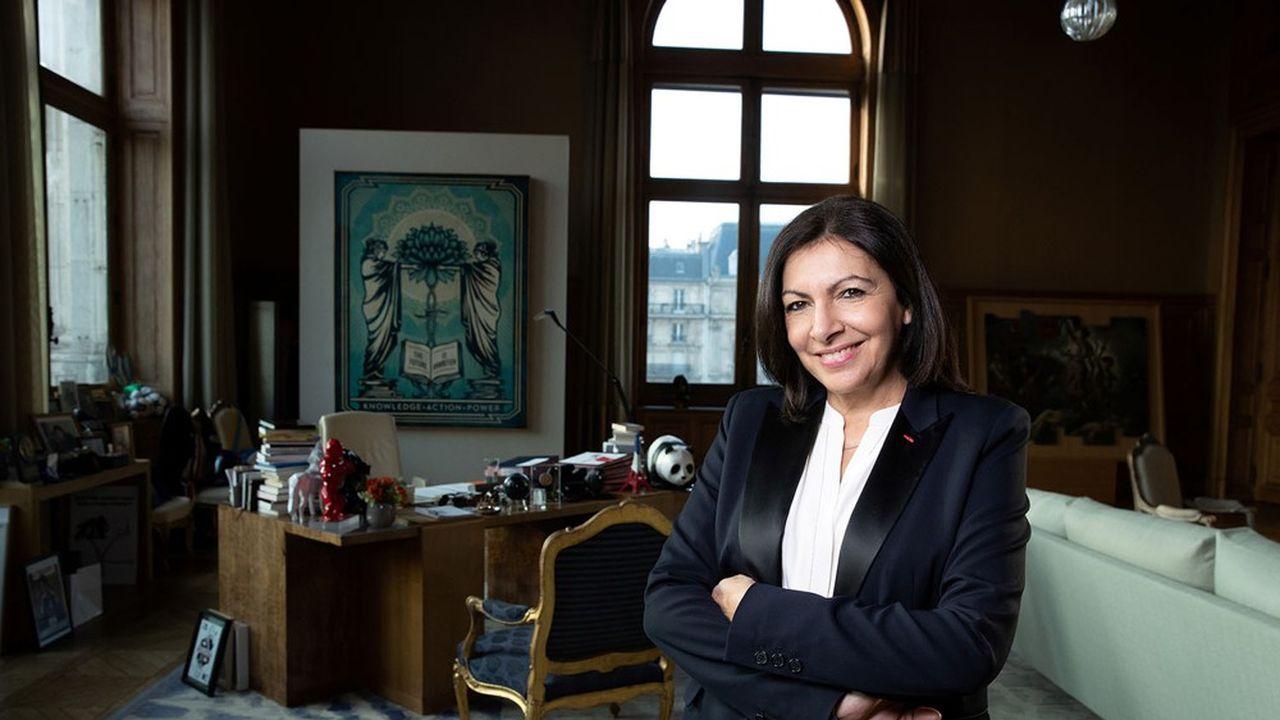 Anne Hidalgo dans son bureau à l'Hôtel de Ville.