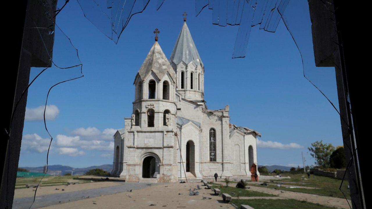 La cathédrale de Ghazanchetsots, dans la ville de Choucha au Haut-Karabakh, ici photographiée récemment, a été atteinte par des tirs azéris ce jeudi. Bakou dément cette escalade visant des bâtiments cultuels.