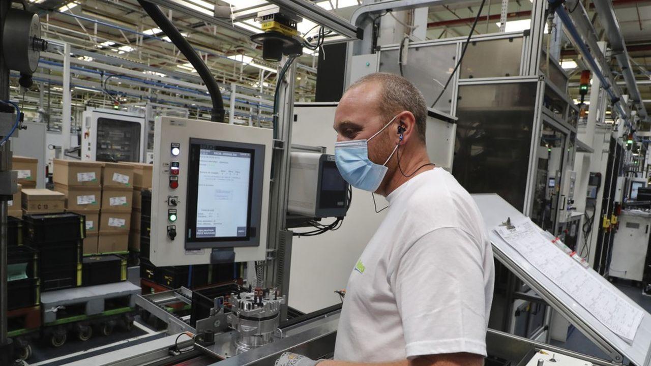 Par rapport à février, mois qui a précédé le début du confinement, la production reste en retrait de plus de 7% dans l'industrie manufacturière.