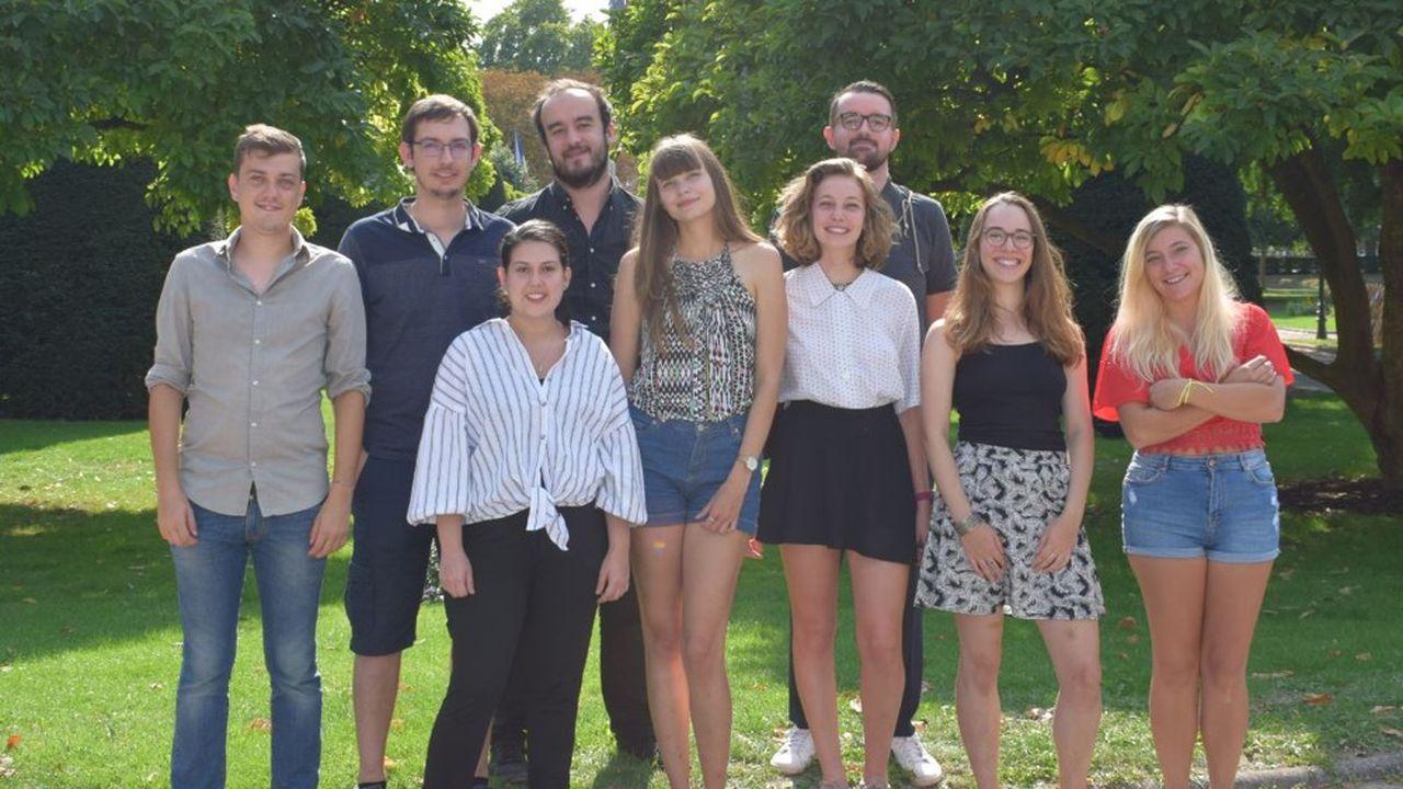 Tiphany, au centre, et le groupe d'étudiants mobilisés contre le harcèlement de rue à Strasbourg.