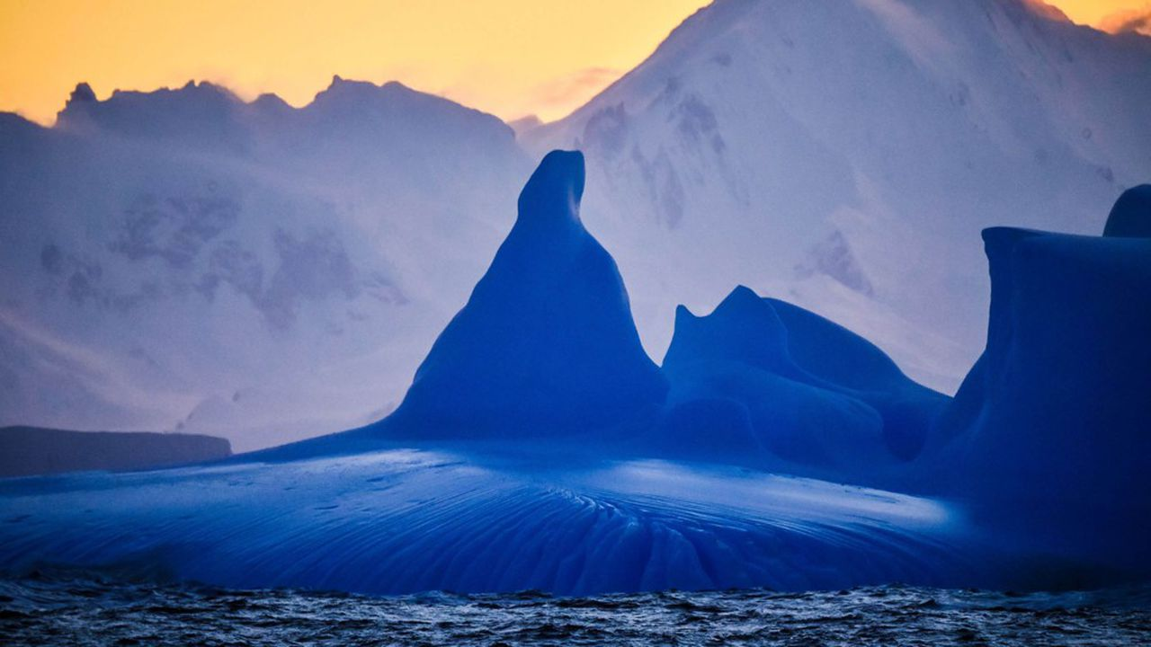 Photo des rivages de l'Antarctique depuis le navire russe de recherche «Amiral Vladimirsky» en décembre2019.