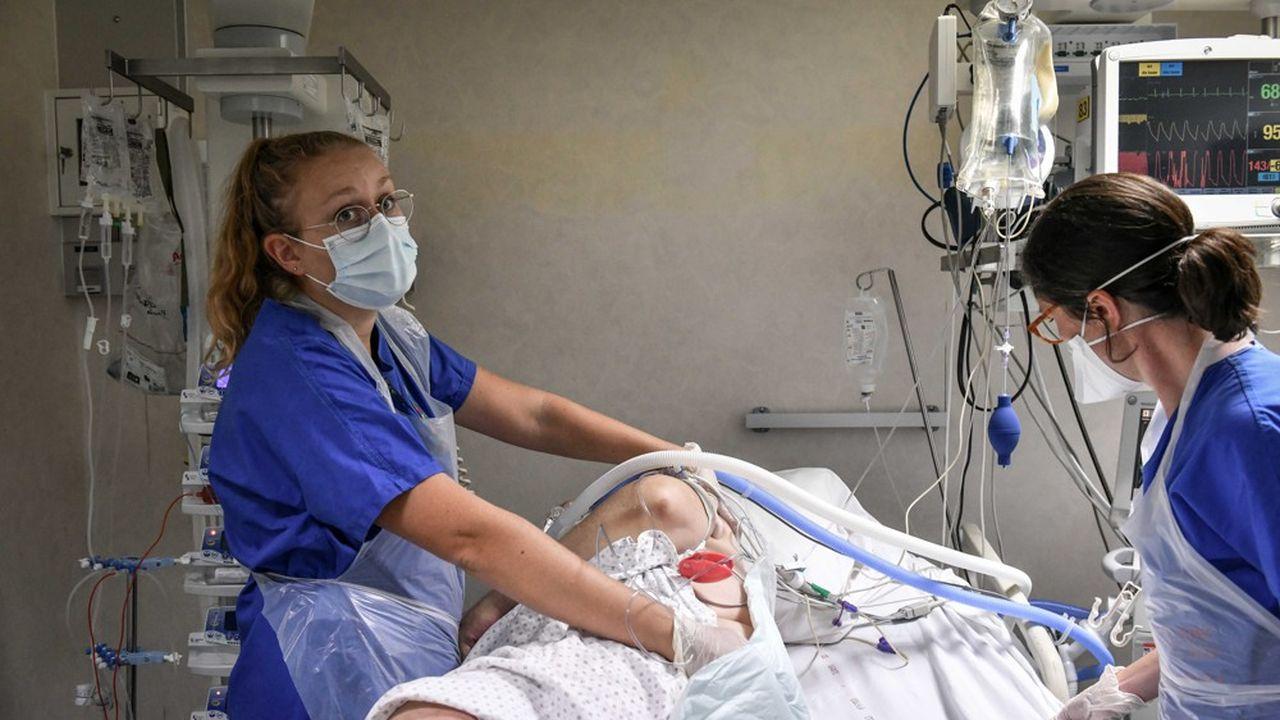 Plus de la moitié des infirmiers (59%) disent avoir vu «leur charge de travail augmenter depuis le début de la crise» et près d'un infirmier sur cinq «n'a pas pu prendre de congés depuis mars dernier».