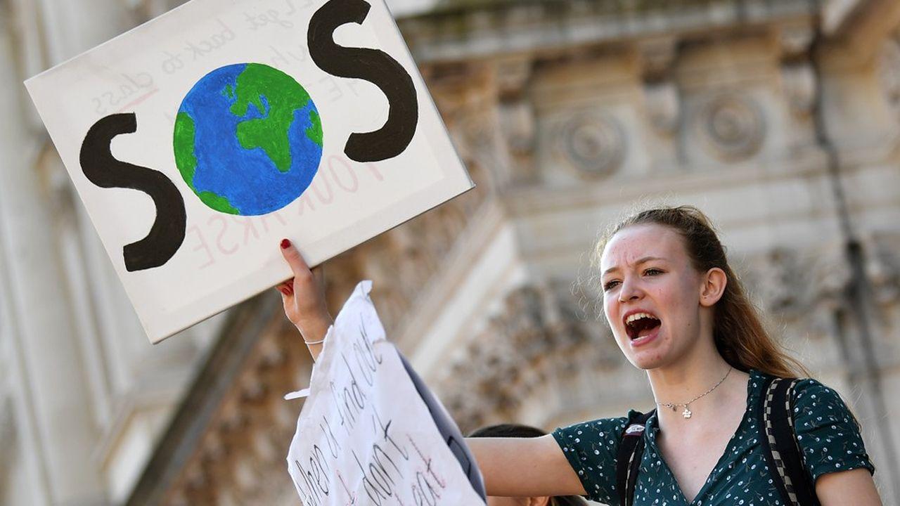 Les 18-24 ans héritent d'un monde inégalitaire en pleine catastrophe climatique.