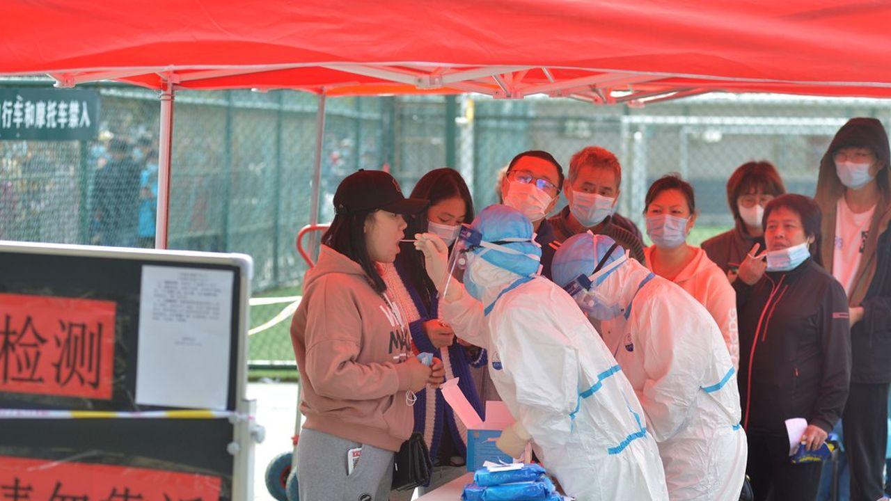 Des tests sont réalisés dans toute la ville de Qingdao, après l'apparition de quelques nouveaux cas.