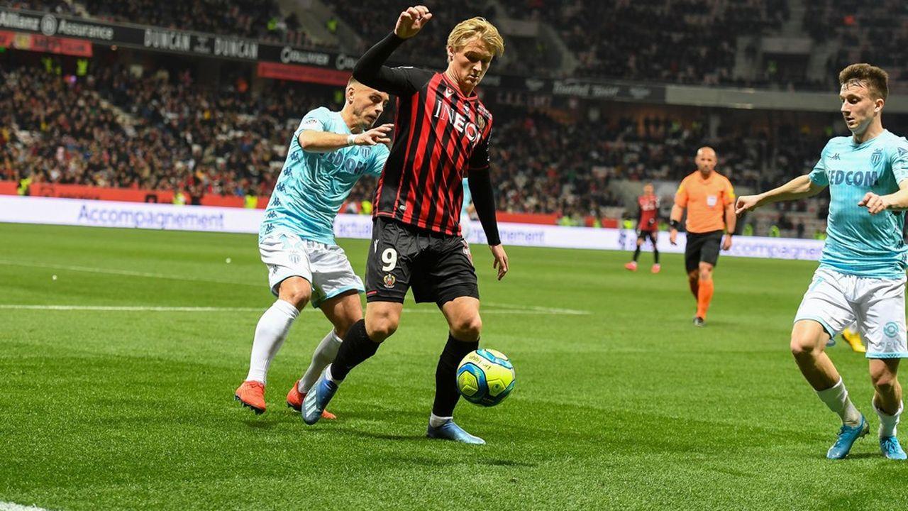 L'attaquant niçois Kasper Dolberg, lors de Nice-Monaco à l'Allianz Riviera, le 7mars 2020.