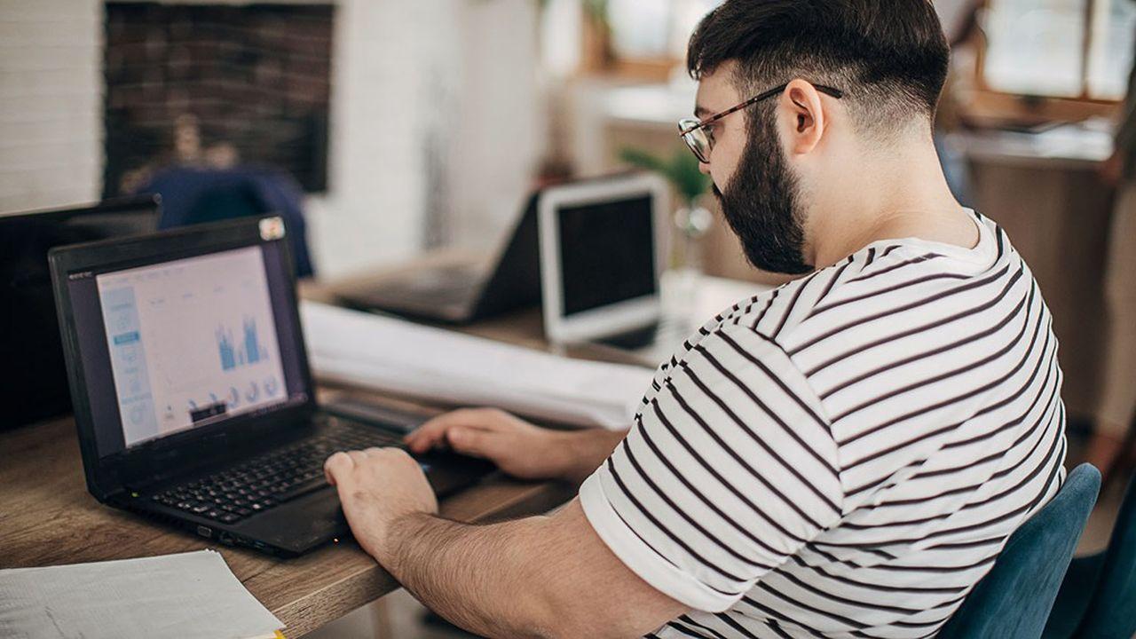 Une étude réalisée auprès de 35.000 Français a montré que les jours de travail, nous passons en moyenne 12 heures en position assise.