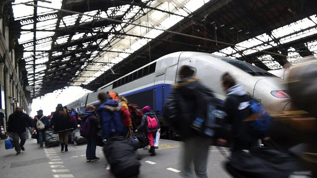 Les prochaines vacances de la Toussaint s'apparentent toujours plus à un test à grande échelle pour un tourisme français bousculé par la crise sanitaire.