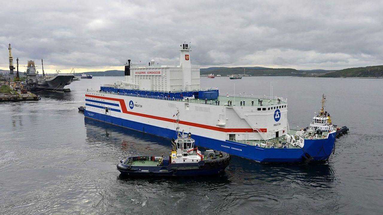 Lancé en 2019, l'Akademik Lomonosov, premier modèle de centrale nucléaire flottant, est en service.
