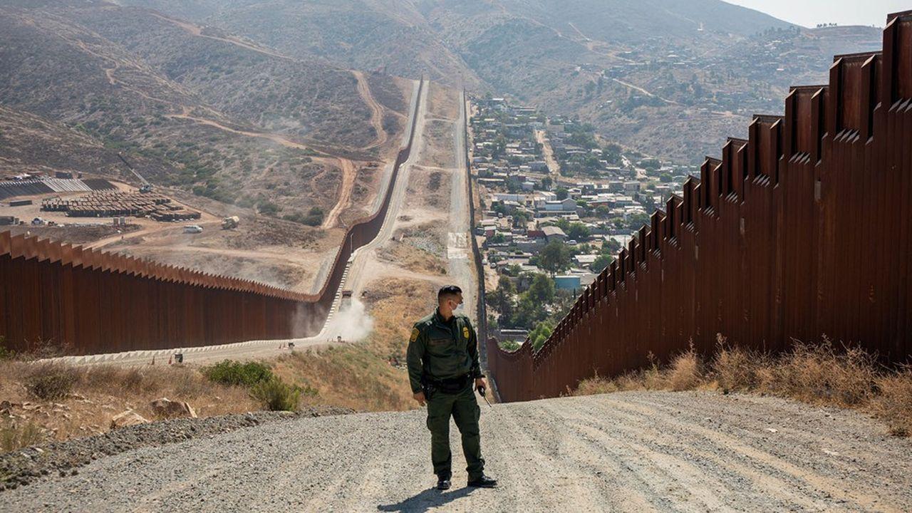 Officier de la «Border Patrol» le long de la frontière mexicaine près de Chula Vista, en Californie, 24 juillet 2020.