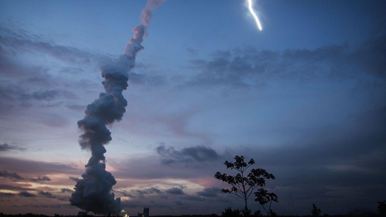 Décollage de la fusée Ariane 5 en 2013 depuis la base de Kourou (Guyane).