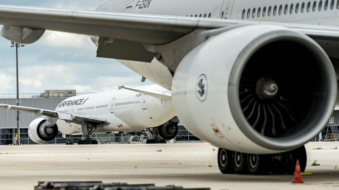 Air France a reçu une aide totale de 7milliards d'euros composée d'un prêt bancaire garanti par l'Etat français et d'une avance en compte courant d'actionnaire de l'Etat.