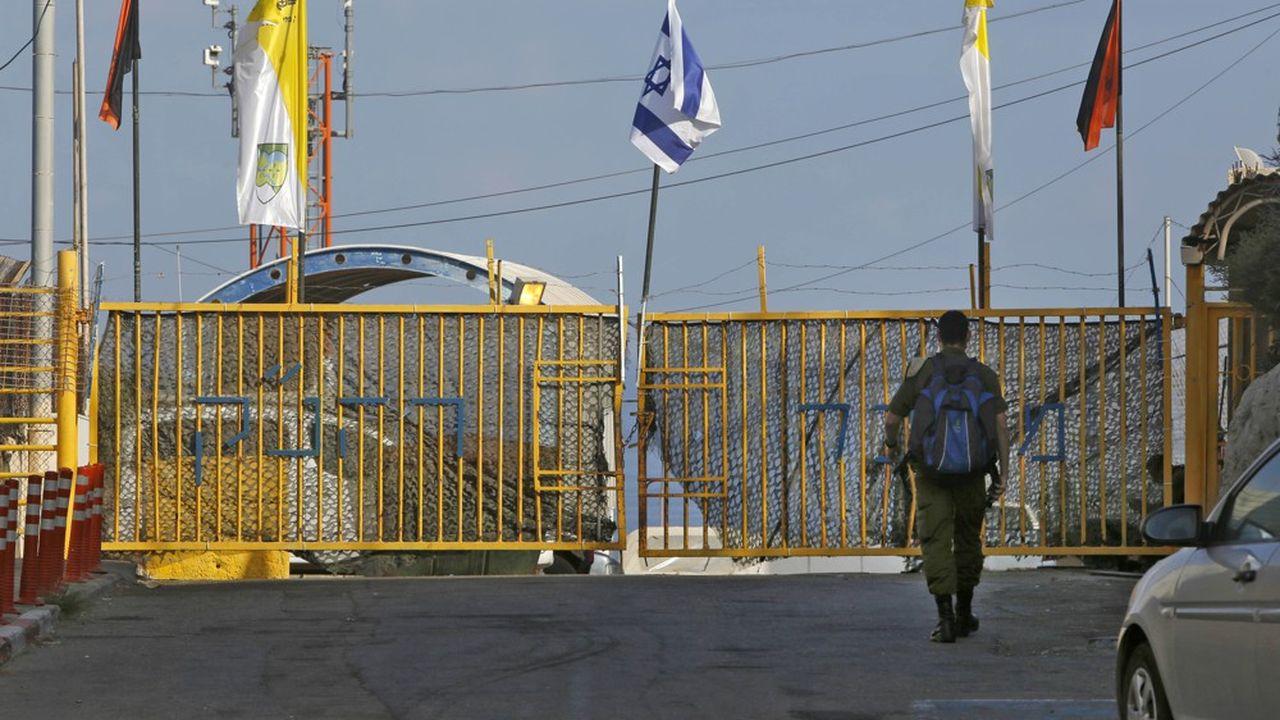 Pour la première fois depuis près de 40 ans, Israéliens et Libanais se sont assis ensemble mercredi autour d'une table de négociations, à Naqoura, à la frontière entre les deux pays.