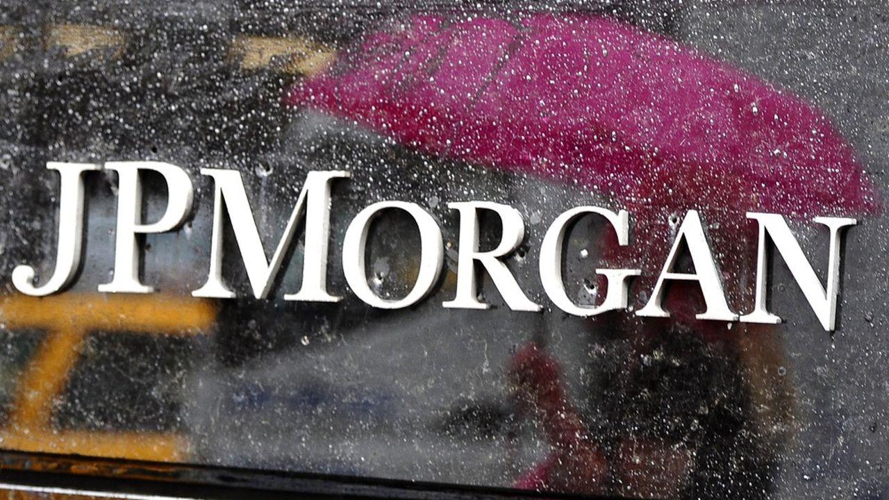JP Morgan a publié un bénéfice en hausse de 4% au troisième trimestre, à 9,4milliards de dollars, grâce à ses revenus du trading et à la très forte baisse des provisions pour défaut de paiement.