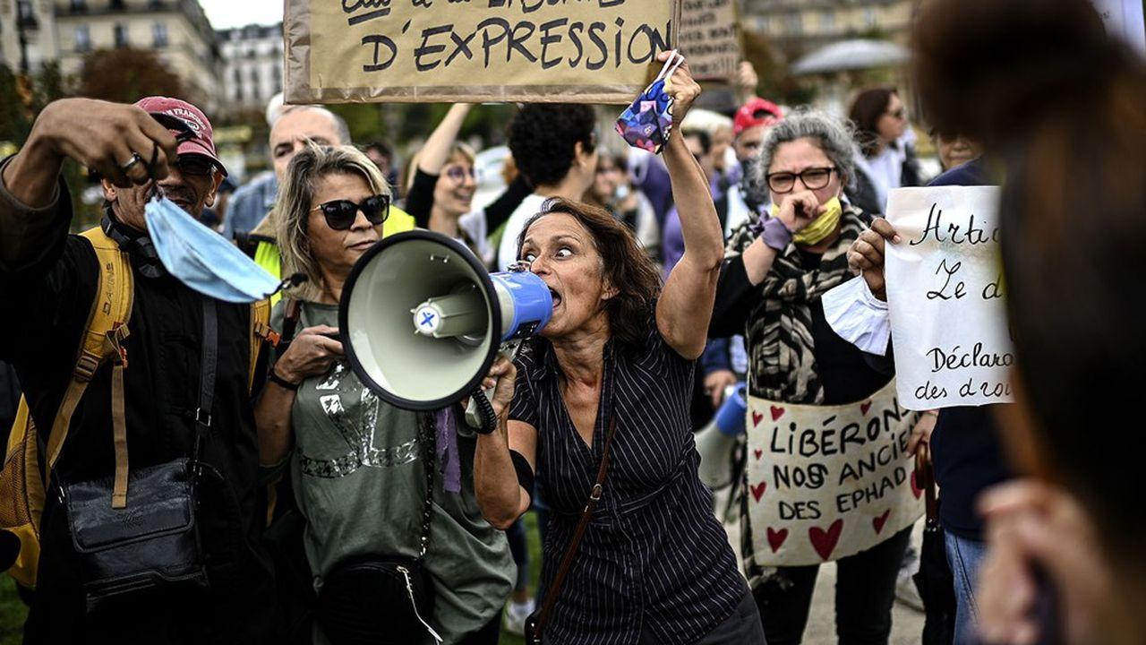 Manifestation contre le port du masque, Place de La Nation, Paris, 29 août 2020