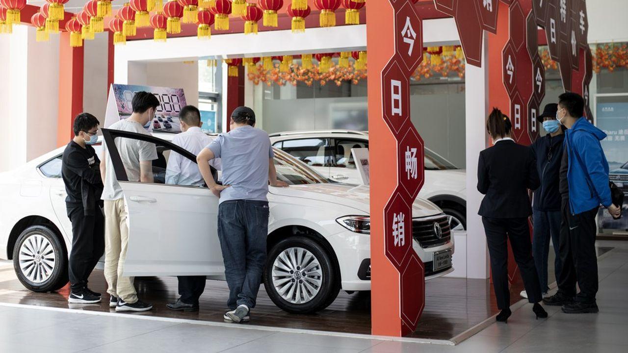 Le marché de l'automobile s'est transformé en profondeur, avec une forte progression des véhicules électriques ou hybrides, et une préférence de plus en plus marquée des consommateurs pour les marques étrangères.