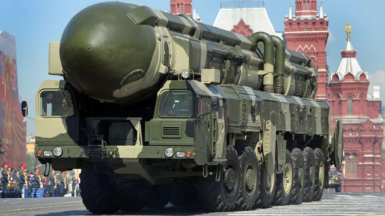 Le missile intercontinental Topol-M présenté lors du traditionnel défilé militaire à Moscou, est l'un des plus imposants de l'arsenal nucléaire russe.