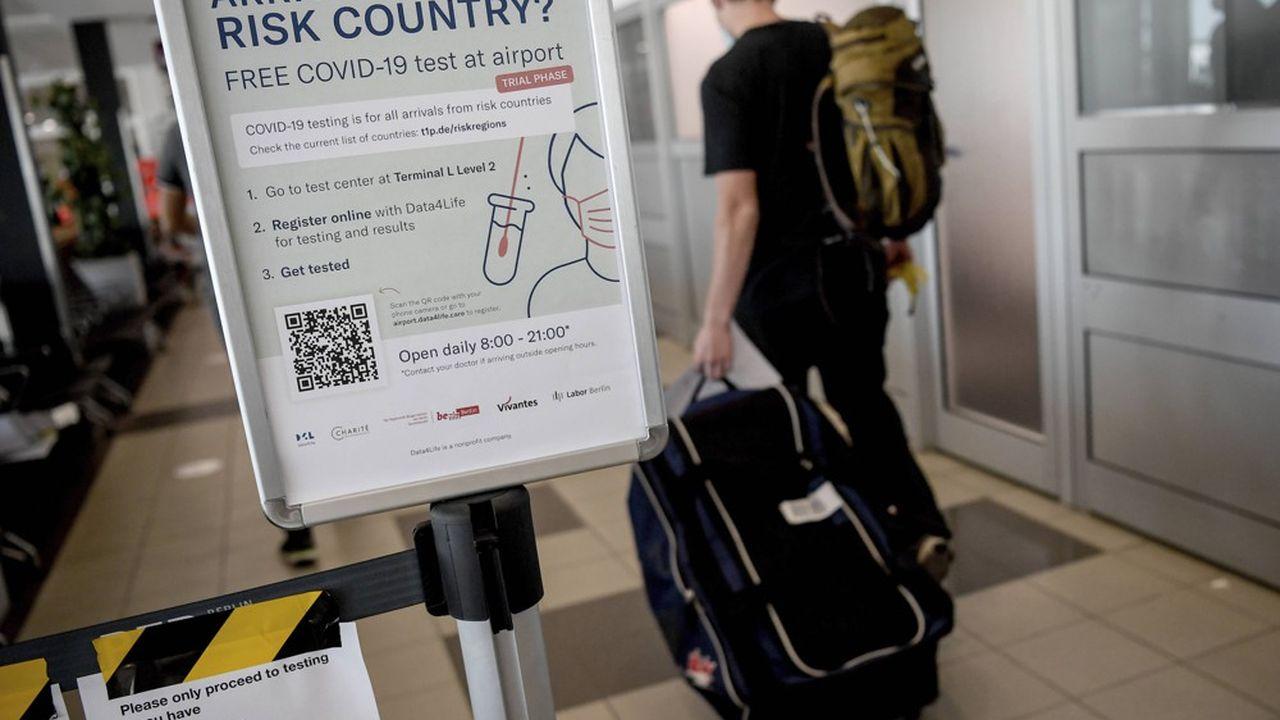 En Allemagne, les passagers arrivant de zones qui ne sont pas classées «à risques» par l'Institut Koch (qui centralise la gestion des données Covid) peuvent également se faire tester à leur frais (entre 128 et 150euros) dans certains aéroports comme Hambourg, Düsseldorf ou ici à Berlin.