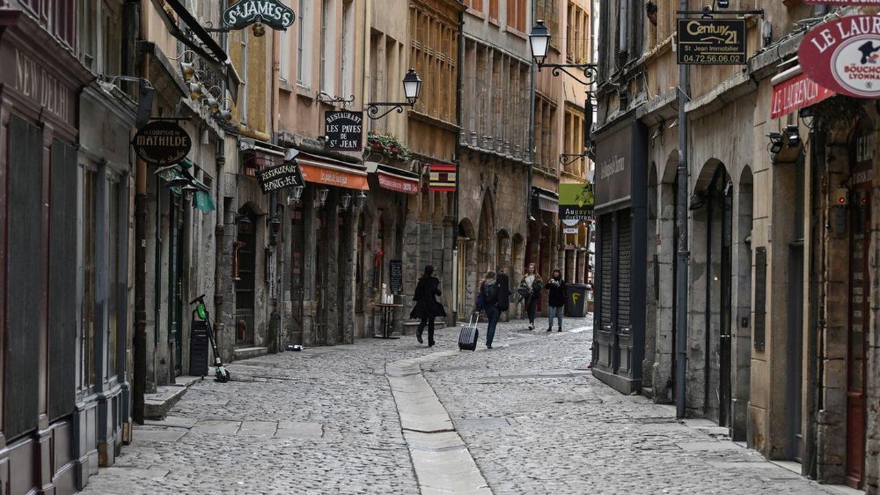 Une rue commerçante désertée à Lyon, le 16mars 2020.