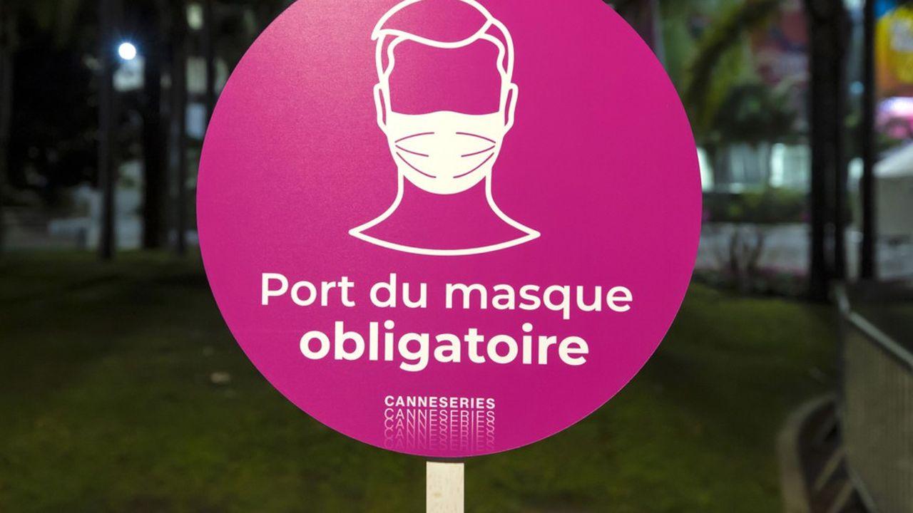 Le port du masque devient obligatoire aux abords des établissements scolaires, des gares et des parkings des centres commerciaux et hypermarchés.