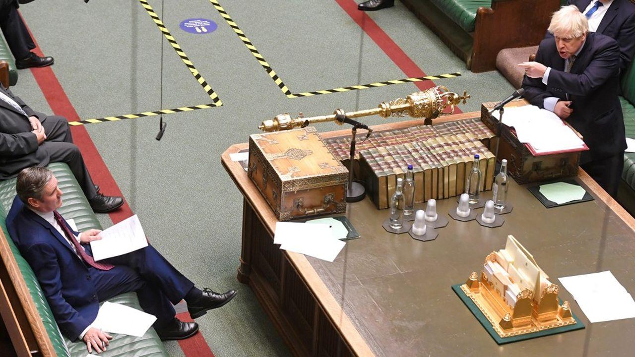 Au Royaume-Uni, Boris Johnson se retrouve sous pression pour décréter un nouveau confinement national pour une période de deux ou trois semaines.