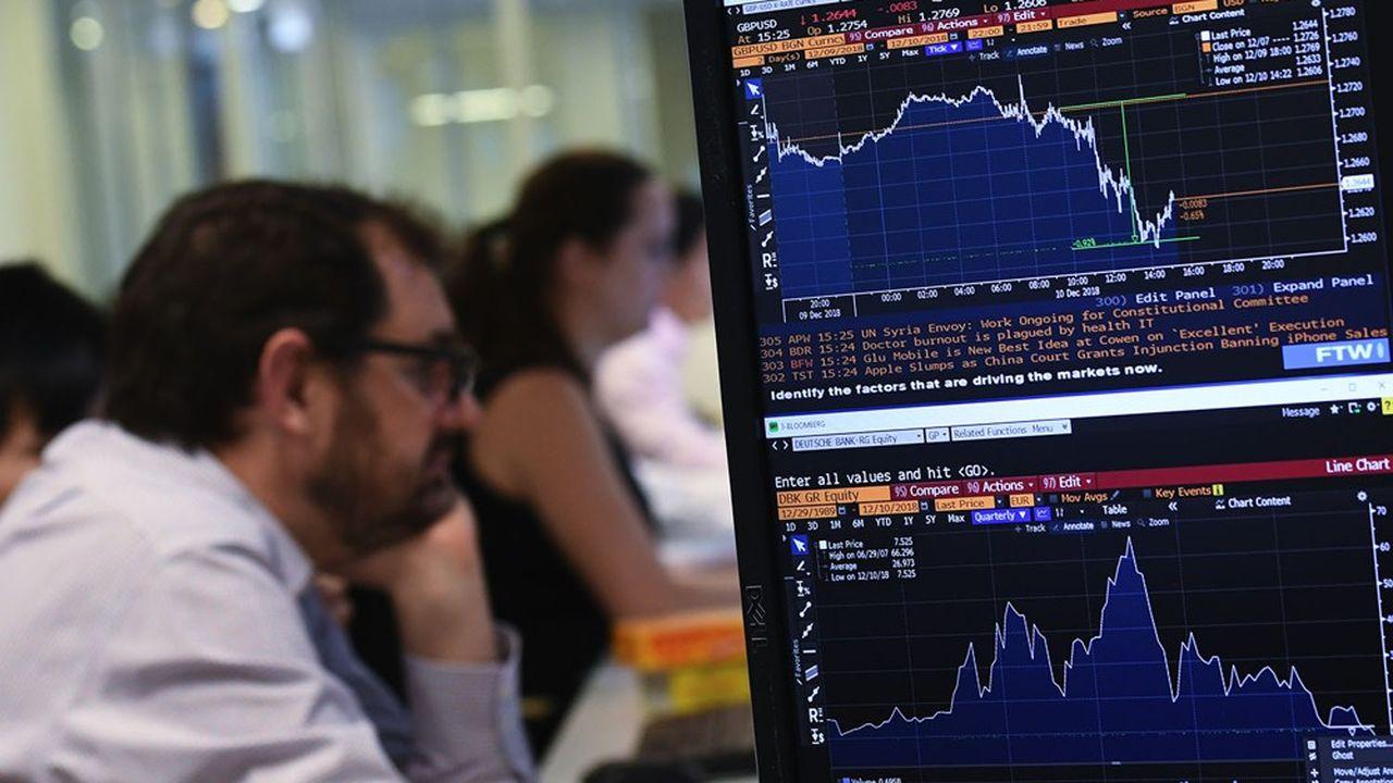 Les places boursières mondiales connaissaient une séance mouvementée jeudi, affectées par le durcissement des restrictions contre le Covid-19 et le blocage des discussions sur un plan de relance américain comme autour de l'après-Brexit.