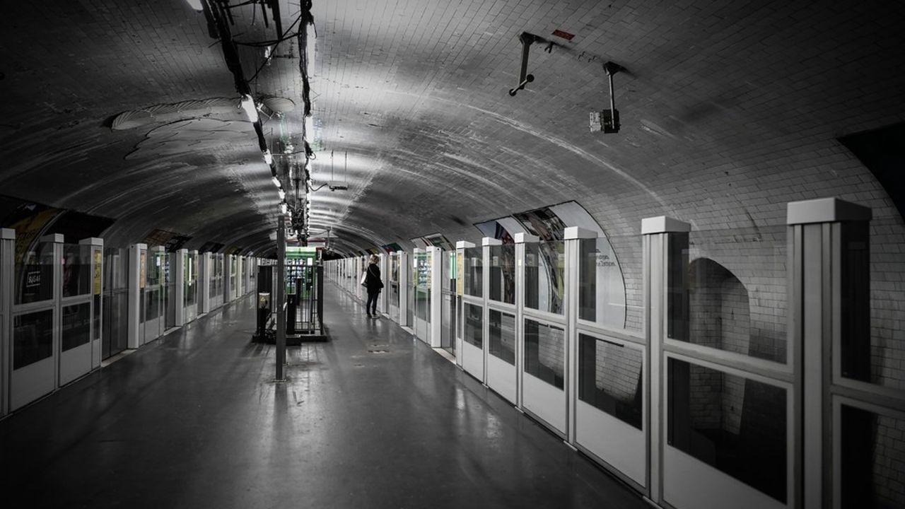 Pour IDFM, l'autorité organisatrice des transports franciliens, l'adaptation éventuelle du service sera faite au vu des premiers jours de l'application du couvre-feu.