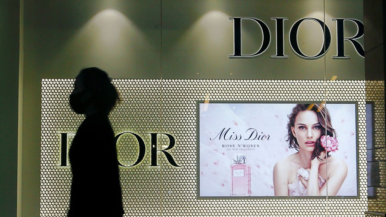 Les ventes de la mode et de la maroquinerie ont retrouvé le chemin de la croissance, avec une hausse de 12% au troisième trimestre, portées par Dior et Vuitton.