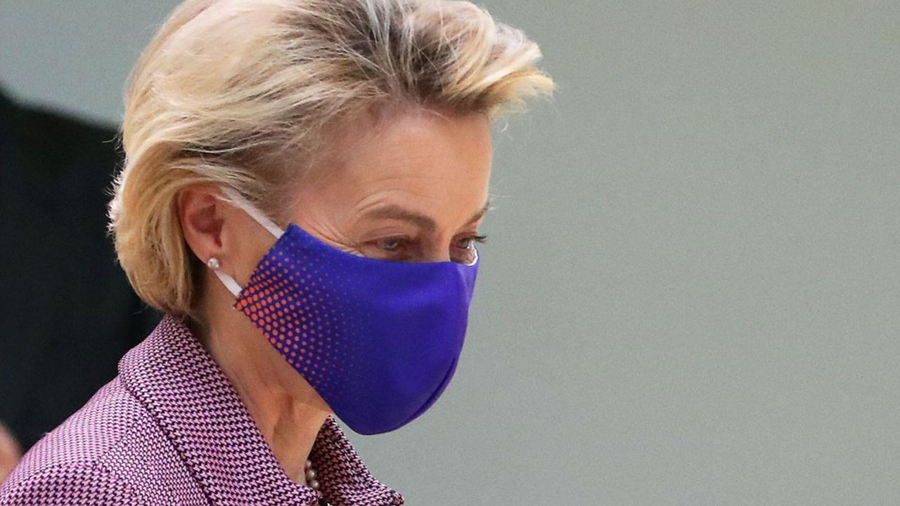 Ursula von der Leyen, la présidente de la Commission européenne, a dû elle-même se mettre en quarantaine au début du sommet, suite à la contamination d'un membre de son équipe.