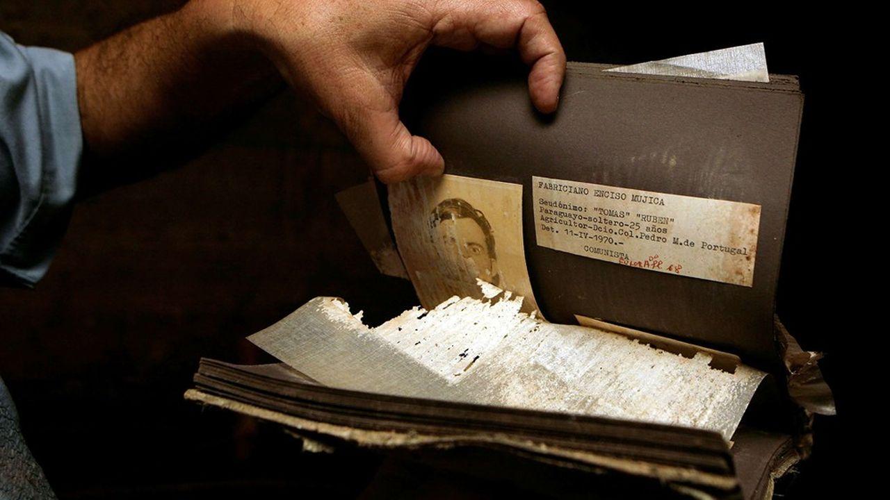 Documents trouvés en 2008 dans un sous-sol du ministère de l'Intérieur à Asunción (Paraguay), où l'on torturait pendant la dictature de Stroessner (1954-89).