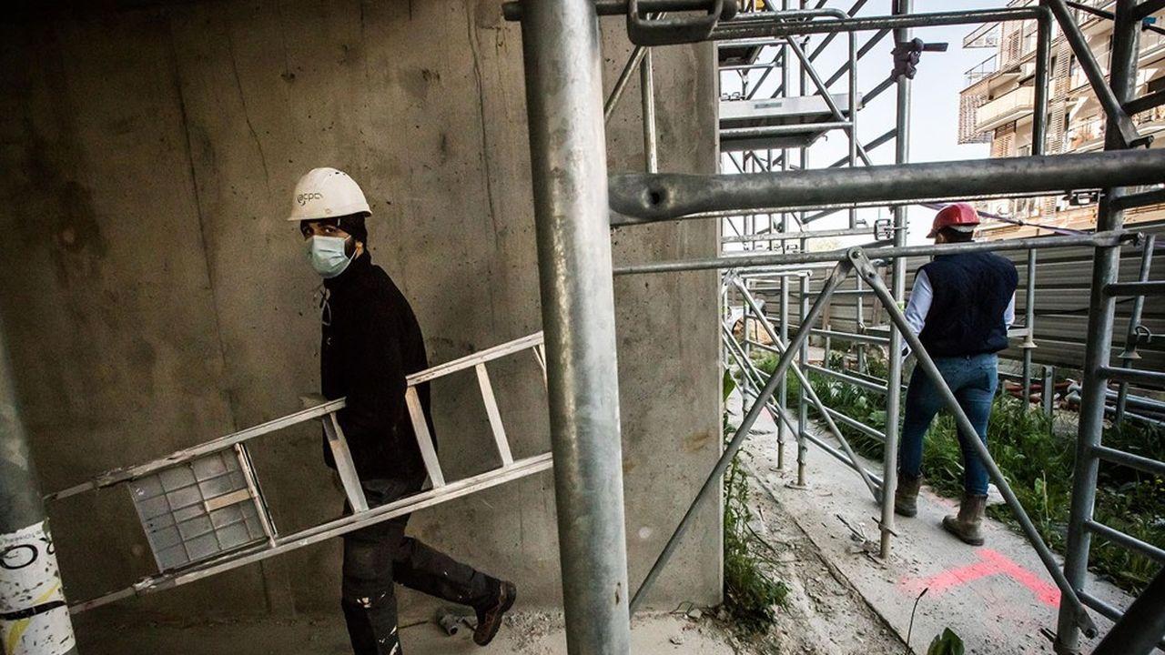 Au troisième trimestre, l'activité des artisans du bâtiment a progressé de 0,5% comparé à la même période l'an dernier, après -24% au deuxième trimestre, indique la confédération. Il n'y a guère qu'en Ile-de-France et en PACA que l'activité est en berne (-1%).