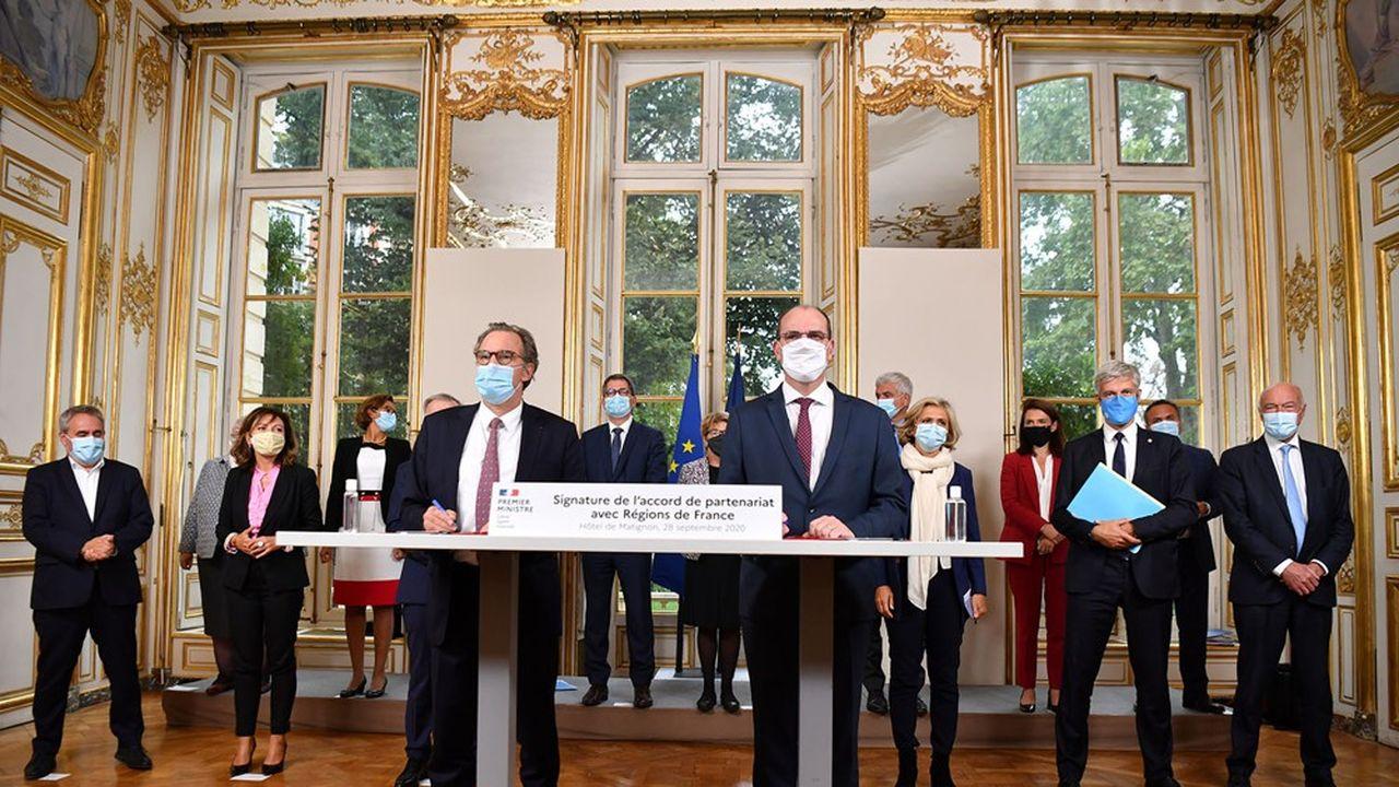 Renaud Muselier, président de Régions de France et de la Région Sud, avec Jean Castex, Premier ministre, lors de la signature l'accord entre le gouvernement et les régions, à Matignon.