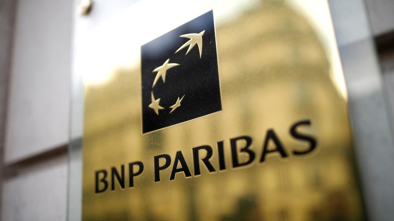 FILE PHOTO: The BNP Paribas logo is seen at a branch in Paris, France, February 4, 2020. REUTERS/Benoit Tessier/File Photo