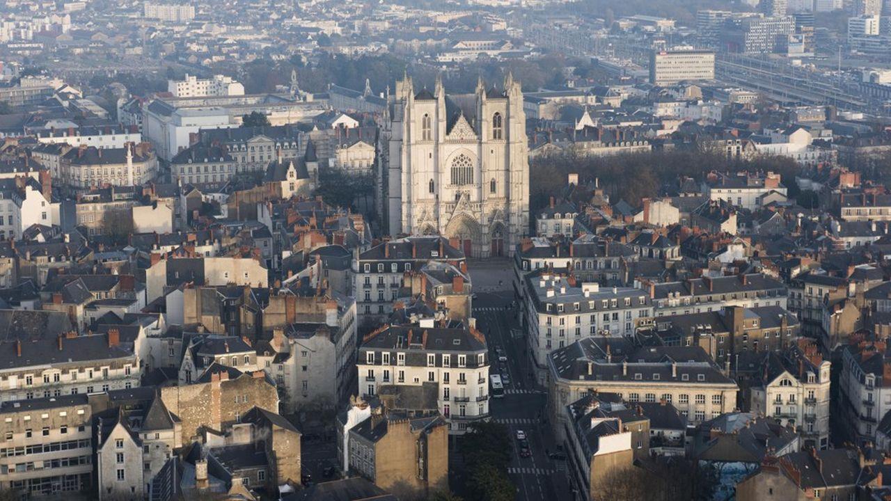 Dès mars, la mairie de Nantes a pris une série de mesures d'urgence pour les entreprises, comprenant des exonérations, notamment sur les droits d'occupation de l'espace public, les loyers des entreprises hébergées ou les pénalités de retard.