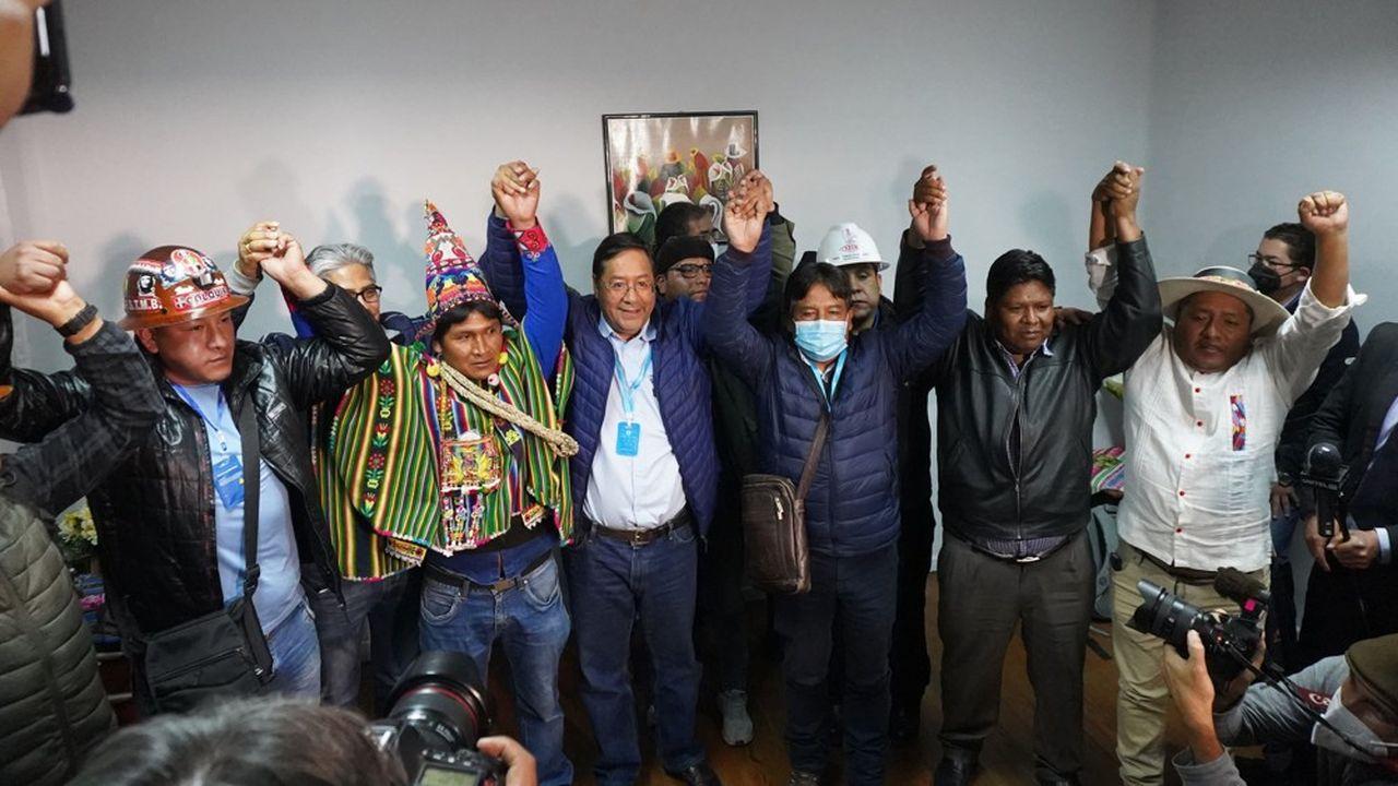 L'ancien ministre de l'Economie sous Evo Morales savoure sa victoire qui fait de lui le nouveau président de la Bolivie avec plus de 50% des voix obtenues dès le premier tour.