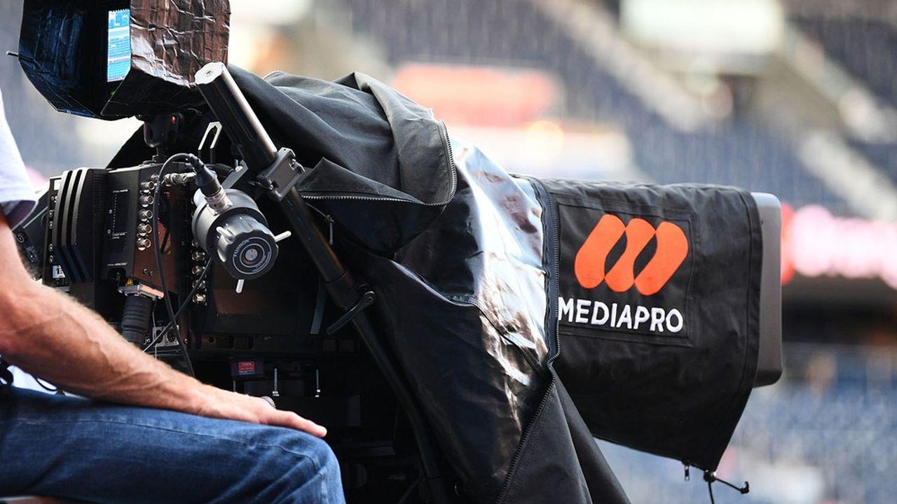 Mediapro, l'opérateur de la chaîne Téléfoot, mise sur pied avec le concours du groupe TF1, est en retard sur le paiement d'une somme s'élevant à 172millions d'euros, selon «L'Equipe». Dans un entretien accordé au quotidien sportif, son patron, Jaume Roures, a même officialisé sa volonté de «rediscuter» le contrat de la saison en cours, sachant que Mediapro s'était engagé à verser environ 820millions d'euros par an à la LFP.