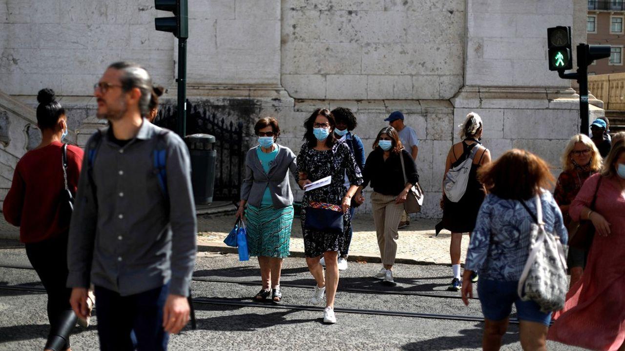 Le Premier ministre portugais, Antonio Costa, veut rendre obligatoire le téléchargement de l'application StayAway Covid pour mieux aider à freiner l'épidémie. Mais la mesure soulève la polémique.